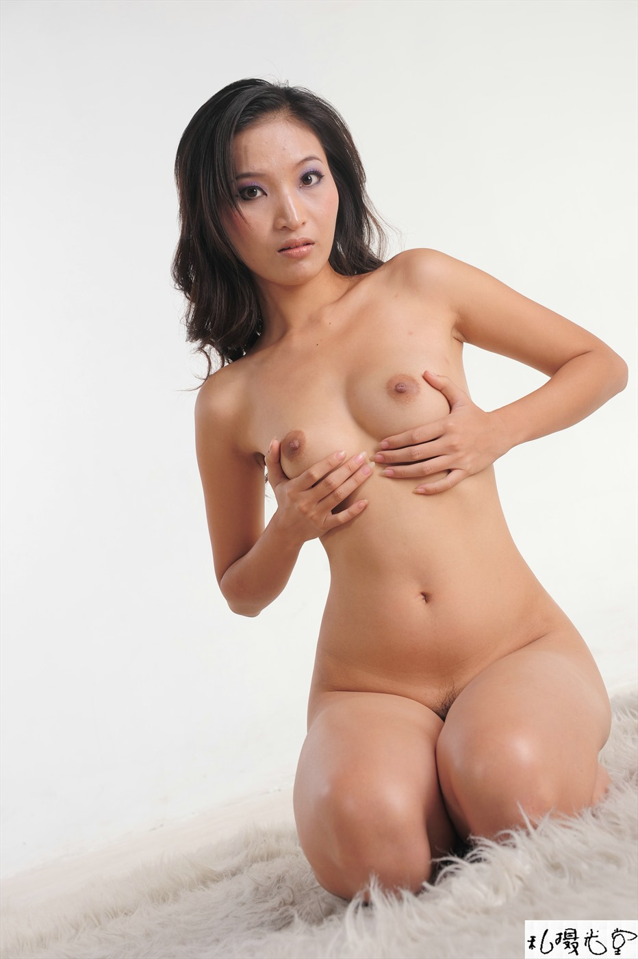 Free Erotic Nude Model Pussy Picture