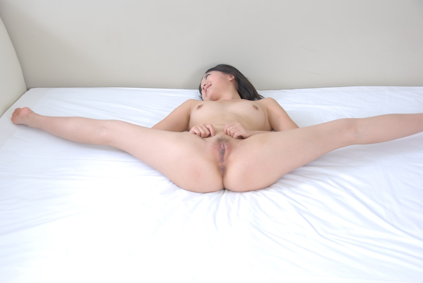 Wife in nude play